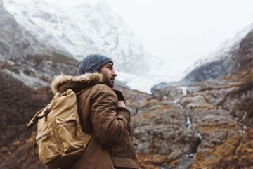 How To Stay Warm on a Winter Hike