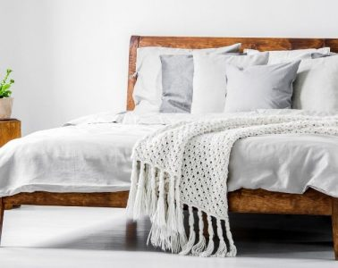 Tips for Using Throw Pillows in the Bedroom
