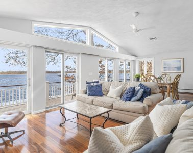 4 Duck Cove Lane, Barrington, RI 02806